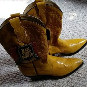 Size 7 brand new Dan Post western boots yellow